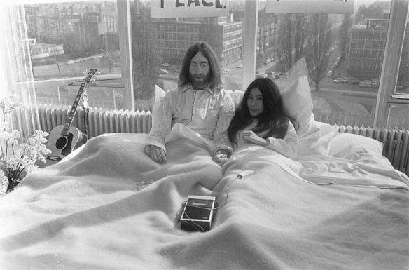 Bed-In_for_Peace,_Amsterdam_1969_-_John_Lennon_&_Yoko_Ono