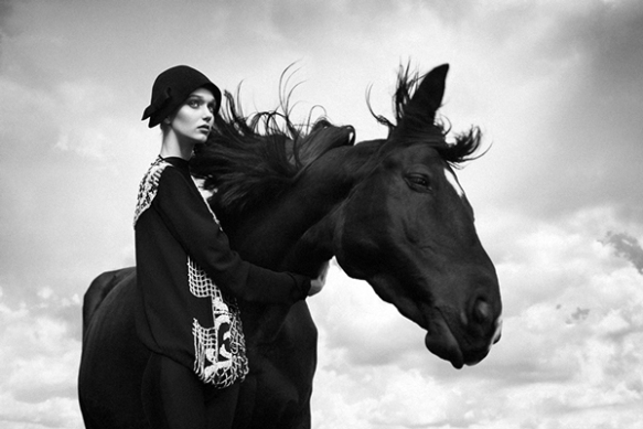 Black Horse-misseychelles-fashion-blog-2